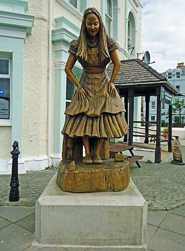 Statue of Alice in Wonderland