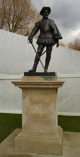 Statue of Walter Raleigh